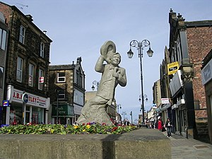 Ernie Wise - Statue of Ernie Wise in Morley, West Yorkshire