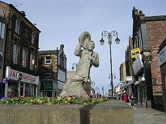 Ernie Wise - Statue of Ernie Wise in Morley, West Yorkshire