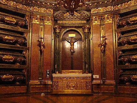 http://upload.wikimedia.org/wikipedia/commons/thumb/c/c7/EscorialPanteo.jpg/440px-EscorialPanteo.jpg
