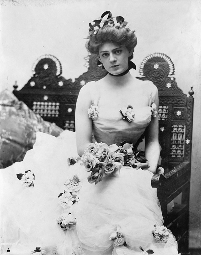 640px-Ethel_Barrymore,_three-quarter_len
