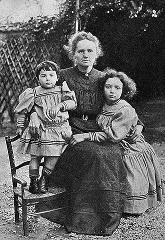 Ève Curie - Ève, Marie and Irene Curie in 1908