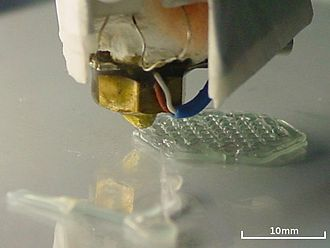 RepRap project - Image: Extrusion of hexagon 2nd layer closeup
