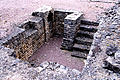 F07 Alesia Ausgrabungen, Wohnhauskeller mit Treppe.0033.JPG