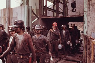 Coal mining - Coal miners leaving an American mine at the end of a shift (April 1974)