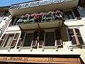 Facade de maison dans la rue principale de bourg saint maurice - panoramio (1).jpg