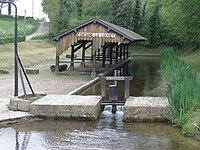 Fontaine-la-Louvet-Lavoir1.jpg