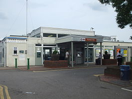 Forest Hill stn main building June 2010.JPG