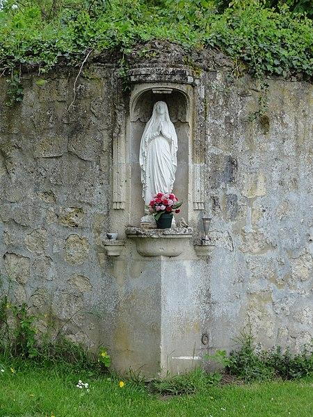 Fourdrain (Aisne) oratoire dans un angle de mur