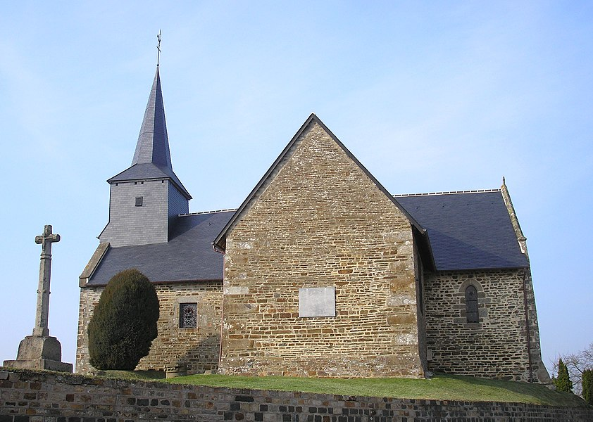 Barenton (Normandie, France). Chapelle Notre-Dame-de-Bonté. Croix à bubons du XVIe siècle.