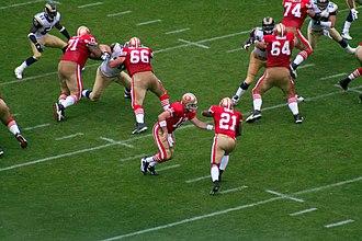 2007 San Francisco 49ers season - Image: Frank Gore takes a handoff