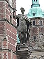 Frederiksborg slot - Brücke - Römischer Kaiser.jpg