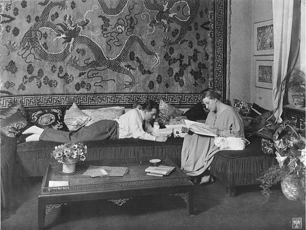 Fritz Lang and Thea von Harbou in their Berlin flat, 1923 or 1924 Fritz Lang und Thea von Harbou, 1923 od. 1924.jpg