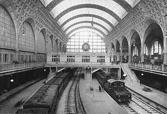 Gare d'Orsay - Electric trains operating in the Gare d'Orsay, ca. 1900