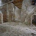 Gezicht uit de zaal naar woontoren (begane grond en eerste verdieping met nooddak uit 1966) in zuidoostelijke richting - Nederhemert-Zuid - 20340501 - RCE.jpg