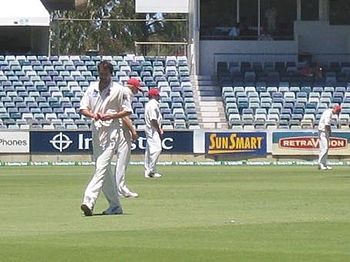 Jason Gillespie preparing to bowl for South Australia against Western Australia in January 2007.