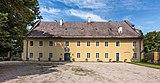 Grafenstein Schloss 2 Nebengebäude beim Schloss O-Ansicht 26072018 4030.jpg