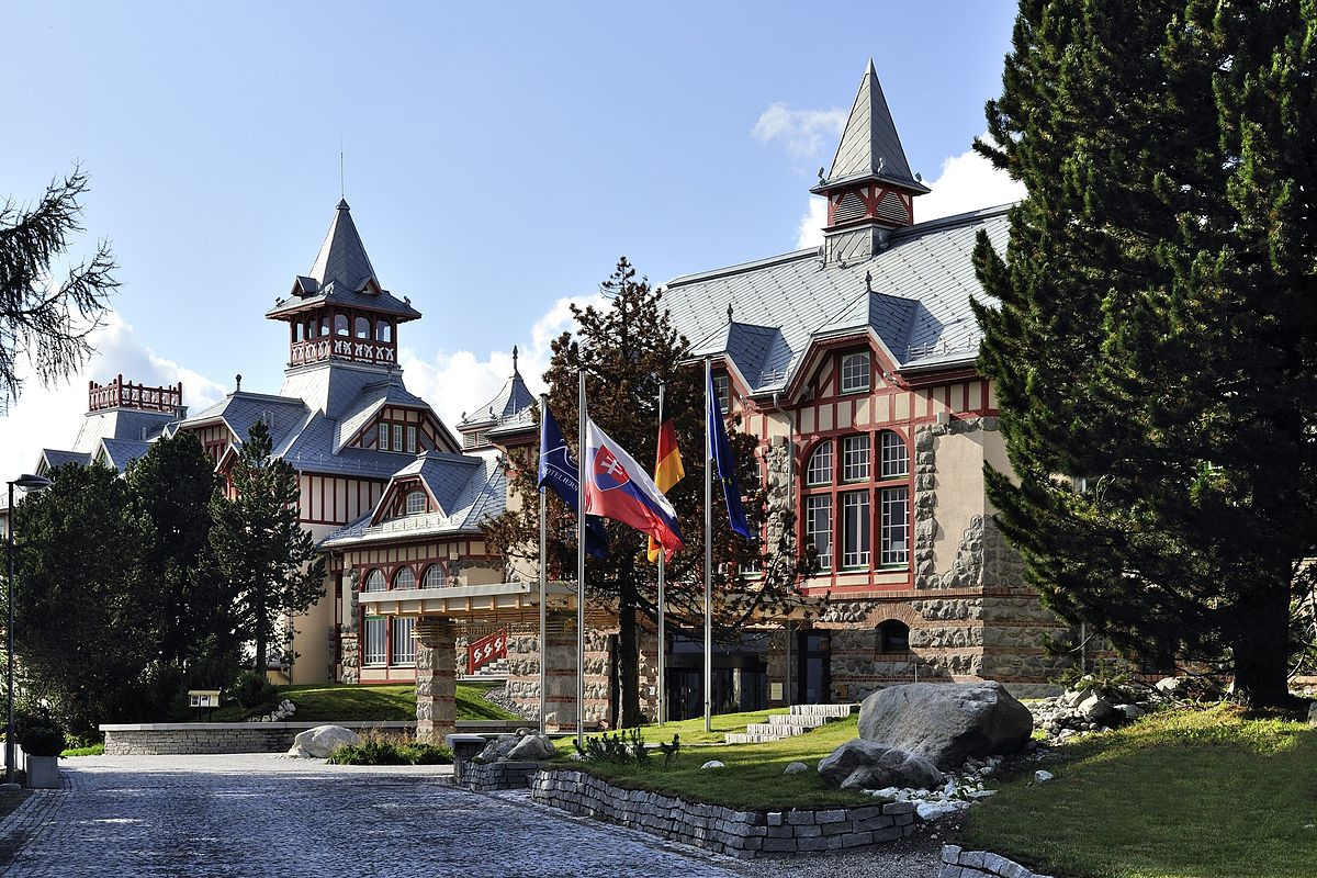 Grand hotel kempinski high tatras wikip dia for Grand hotel