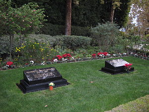Richard Nixon Presidential Library and Museum - The graves of President Richard Nixon and First Lady Pat Nixon located on the library grounds.