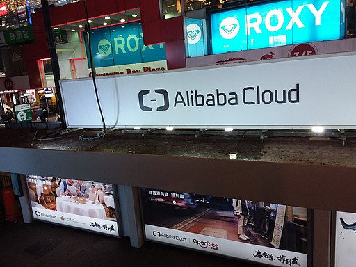 HK CWB 铜锣湾 Causeway Bay 轩尼诗道 Hennessy Road tram station ads 阿里云 Alibaba Cloud X 开饭喇 OpenRice night January 2019 SSG
