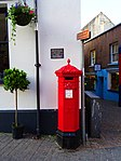 H H B Lee Plaque and Penfold Pillar Box - Tudor Square Tenby SA70.jpg