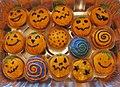 Halloween cupcakes - pumpkin cake (6821031097).jpg