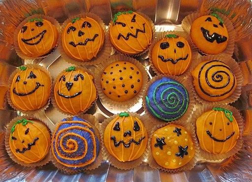 Halloween cupcakes - pumpkin cake (6821031097)