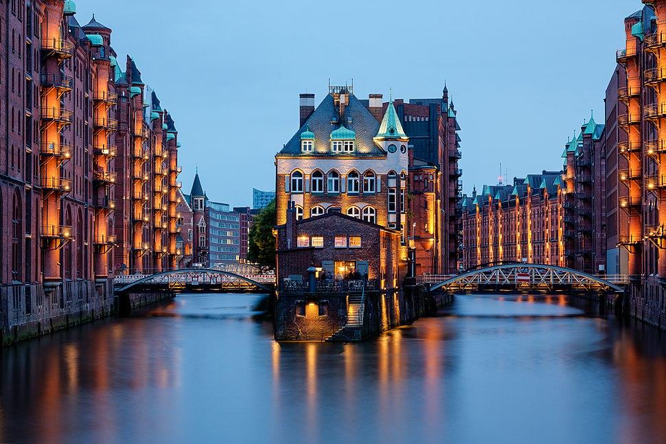 Hamburg, Speicherstadt, Wasserschloss -- 2016 -- 3230-6