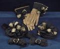 Handskar, knärosor och skorosor som tillhört Karl X Gustav - Livrustkammaren - 56575.tif