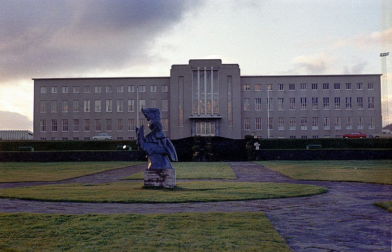 File:Haskoli Islands main building.jpg
