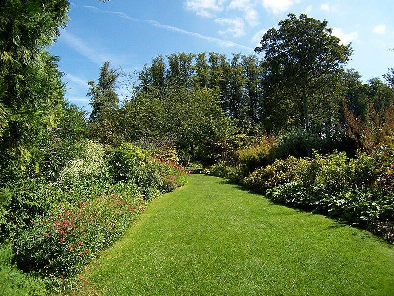 File:Highclere Gardens 5.jpg