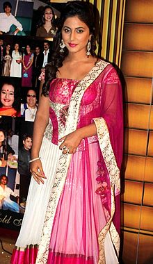 Hina Khan Gold Awards 2012.jpg