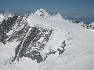 Hinteres Fiescherhorn - The Hinteres Fiescherhorn (centre left) and the Grosses Fiescherhorn (centre right) with the Mönch in background