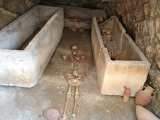 Hypogeum+Skelett,Necropolis,Ibiza