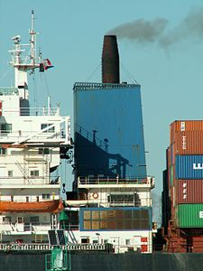 India Lotus p3, leaving Port of Rotterdam, Holland 08-Apr-2006.jpg