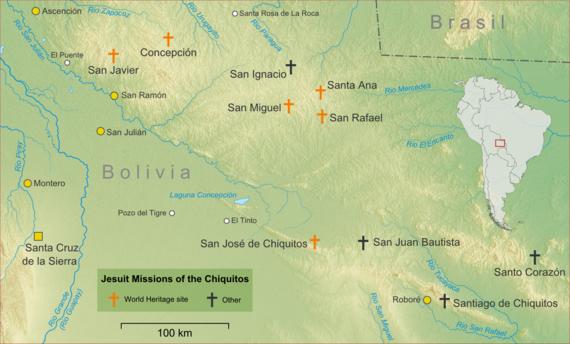 Chiquitania ve Cizvit misyonlarındaki önemli kasaba ve köyleri gösteren topografik harita.  Cizvit misyonları, Bolivya'nın doğusunda, Brezilya sınırına yakın Santa Cruz de la Sierra'nın kuzeydoğusundaki dağlık bölgelerde bulunuyor.