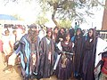 Jeunes touaregs portant l'habit traditionnel à Agadez.jpg
