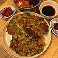 Jijim with garlic chives, onion, carrots, and beef ニラ、玉ねぎ、ニンジン、牛肉入りチジミ.jpg