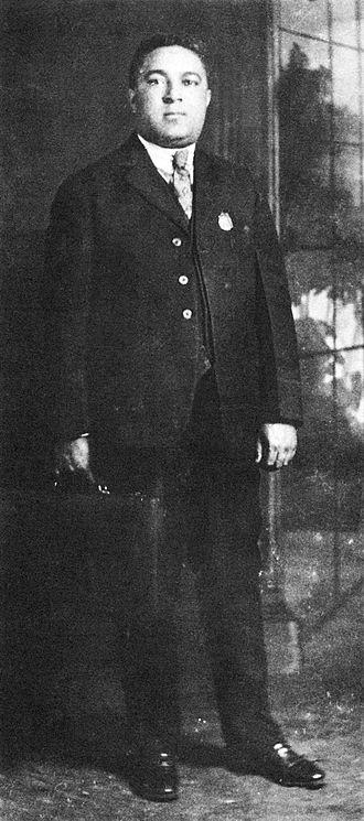 Jimmie Noone - Image: Jimmie Noone full length portrait