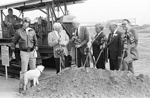 John Wayne Airport new terminal groundbreaking, Oct. 1988.jpg