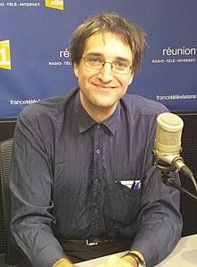 d39a90a707eb Josef Schovanec, dans le studio radio de Réunion 1re , dont il était  l invité de la matinale, le 6 avril 2016.