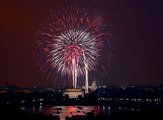 https://upload.wikimedia.org/wikipedia/commons/thumb/c/c7/July_4th_fireworks%2C_Washington%2C_D.C._%28LOC%29.jpg/320px-July_4th_fireworks%2C_Washington%2C_D.C._%28LOC%29.jpg