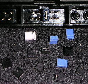 Jumper (computing) - Top: jumper block on a hard disk drive with jumper. Bottom: assorted jumpers