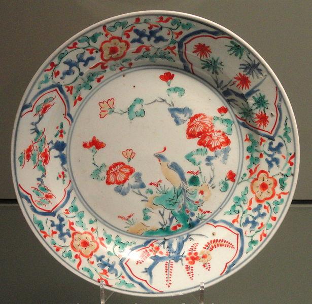 File:Kakiemon Dish with Bird on a Rock Design, c. 1670, Arita, hard-paste porcelain with overglaze enamels - Gardiner Museum, Toronto - DSC00383.JPG