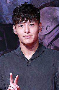 Kang Ha-neul at Midnight Runners VIP premiere in August 2017.jpg