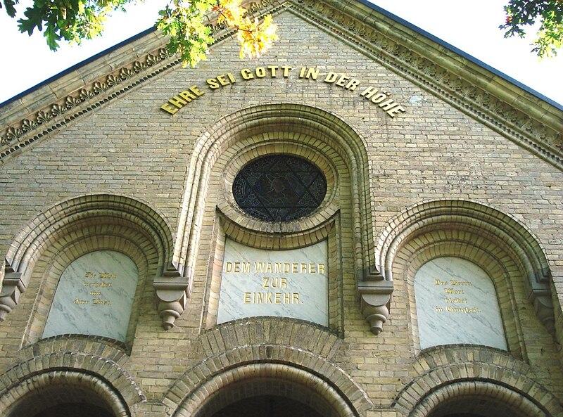 File:Kapelle Sophienhof - Giebel.JPG