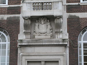 Steelhouse Lane police station - Keystone Head over the central doorway, by William Bloye, showing the Coat of arms of Birmingham
