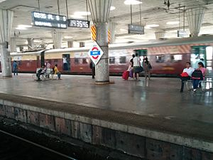 Kharghar railway station - CST-bound local train arriving on platform No. 2