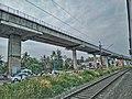 Kochi Metro Rail Bridge and Broad gauge rail.jpg