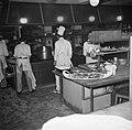 Koks aan het werk in de keuken van restaurant Wivex, Bestanddeelnr 252-9140.jpg