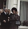 Koningin Juliana en president Heinemann op het bordes van de Villa Hammerschmidt, Bestanddeelnr 254-8982.jpg